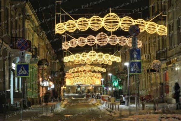 Оригінальне освітлення вулиці