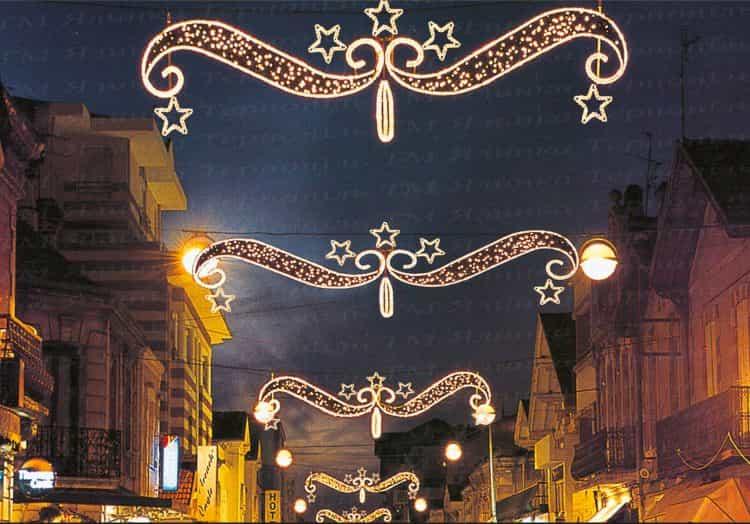 Улиное освещения три звезды